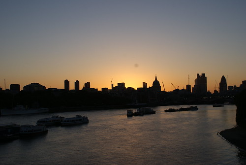 London sunrise by A nosa disco necesítanos, on Flickr