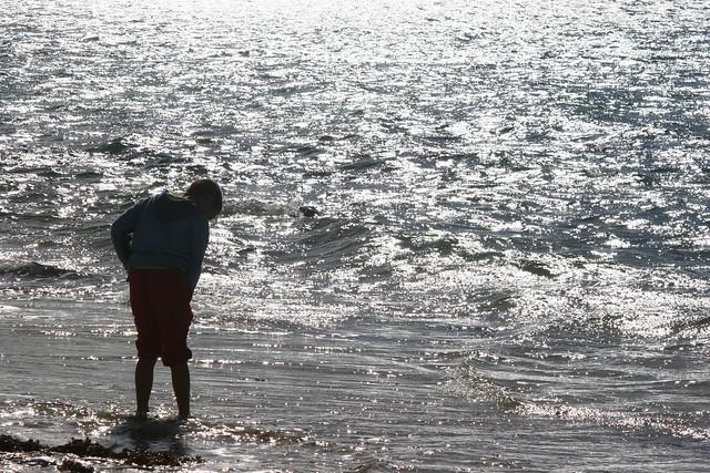 Pieds dans la mer