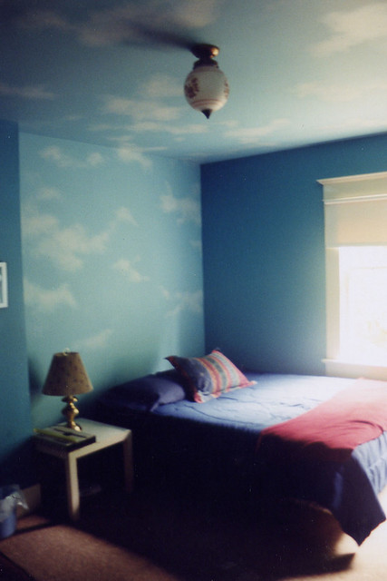 Sky room medium blue walls with accent wall and ceiling - Como pintar techos ...
