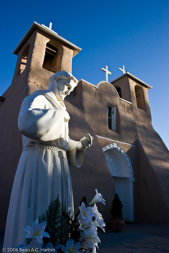 sculpture usa brown white newmexico art saint architecture still catholic quiet personal prayer churches statues crosses photoblog adobe nm romancatholic franciscan stfrancisofassisi ranchosdetaos belltowers religioussymbols sanfranciscodeasischurch submittedtophotoshelter