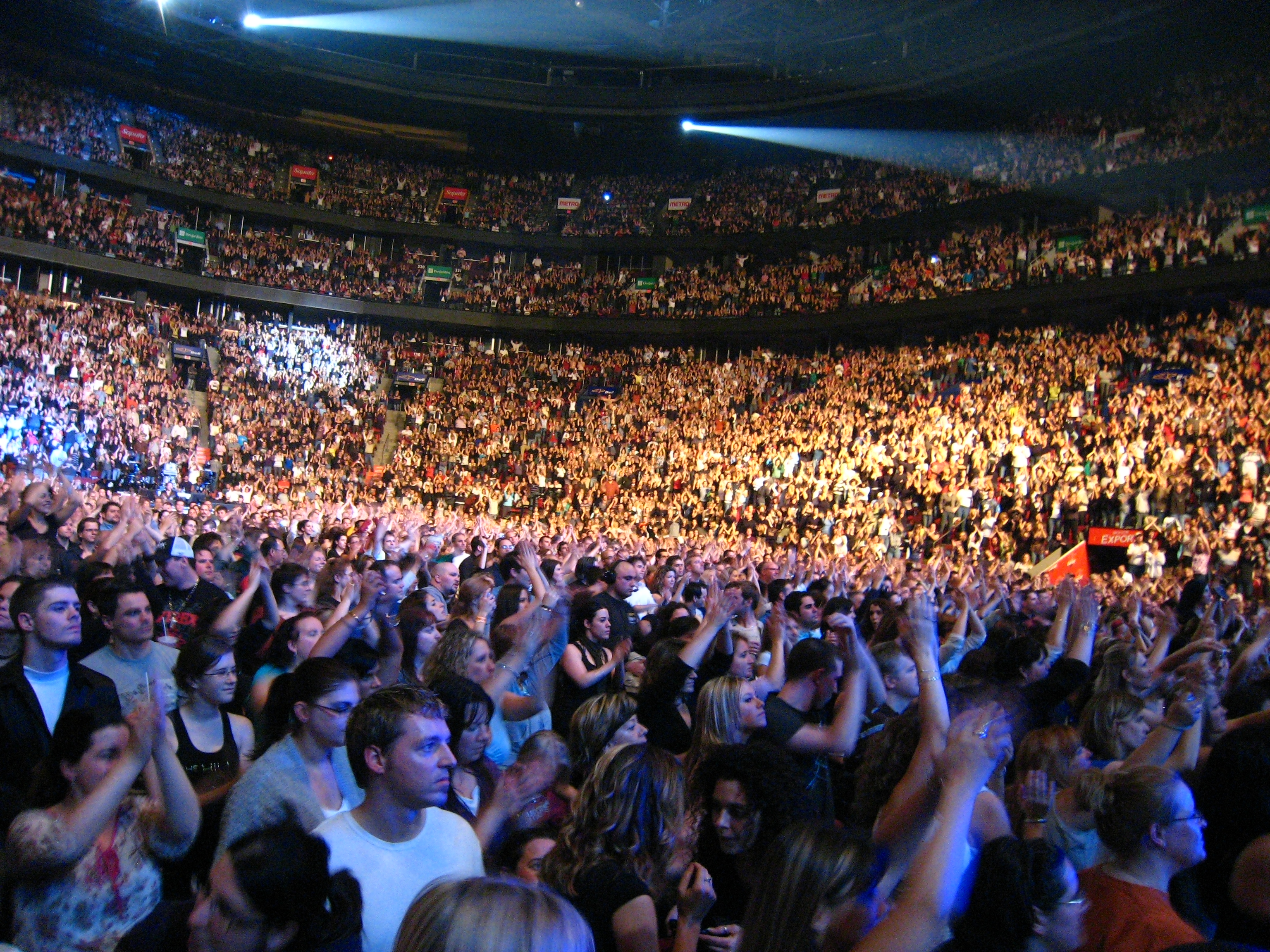 Bon Jovi Concert The Crowd 14000 And Counting Bell