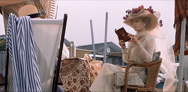 deathinvenice_beach_motherinwhite_reading