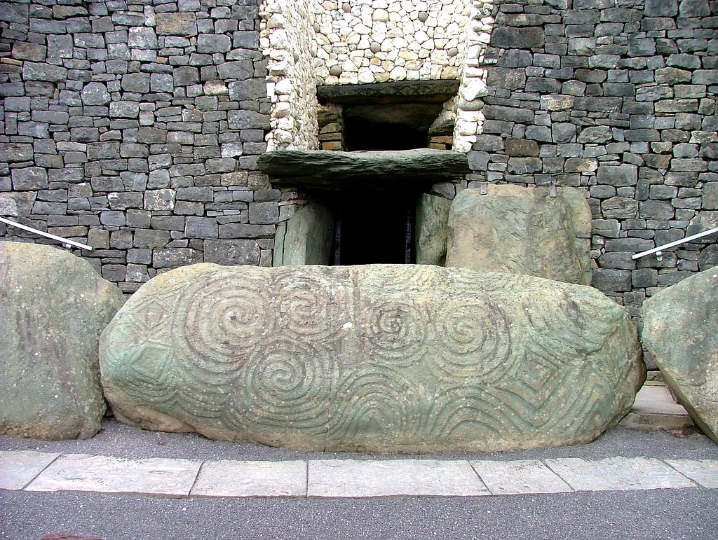 Carved stone newgrange tomb ireland the at