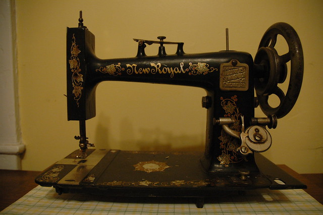 new royal sewing machine this was made sometime after 1897 flickr photo sharing. Black Bedroom Furniture Sets. Home Design Ideas
