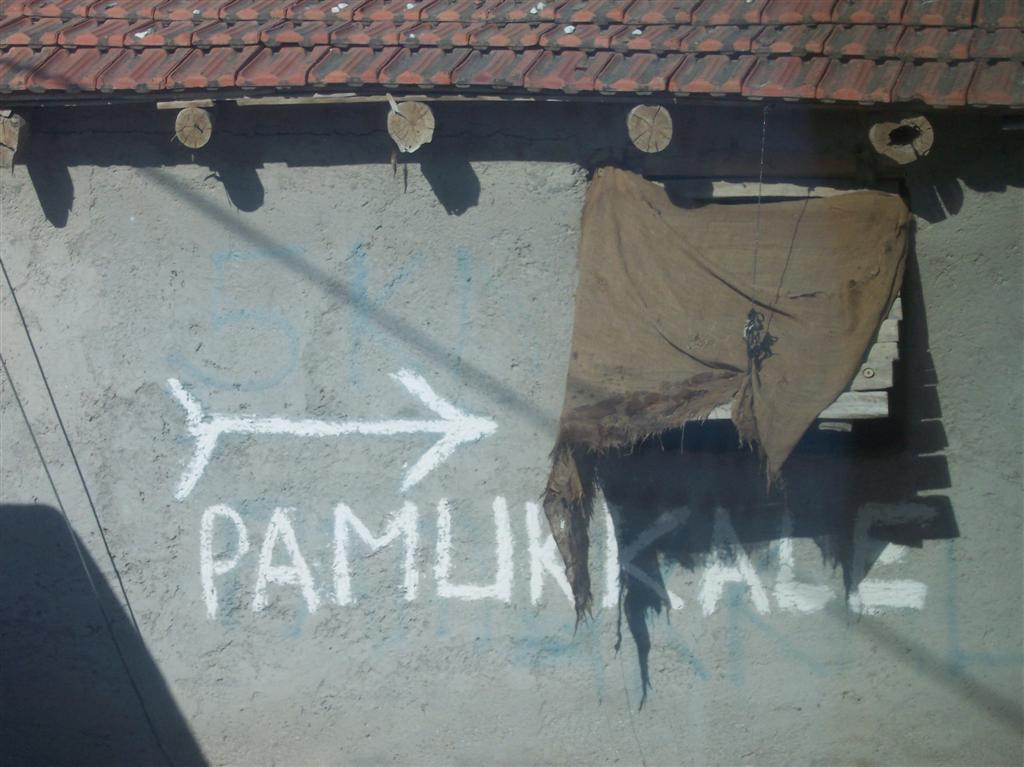 Indicación desde el pueblo Pamukkale, el Castillo de Algodón - 2512703529 e5a2d3a99f o - Pamukkale, el Castillo de Algodón