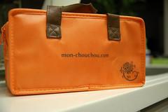 textile(0.0), yellow(0.0), leather(0.0), wallet(0.0), bag(1.0), orange(1.0), brown(1.0), coin purse(1.0), tan(1.0),