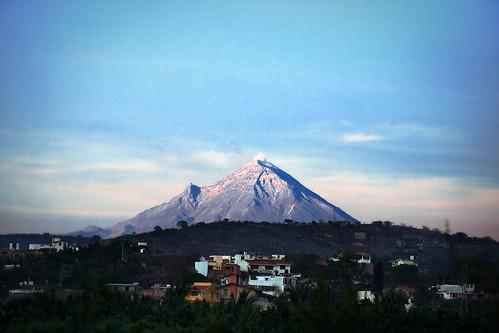 view of popocatepetl volcano from temixco