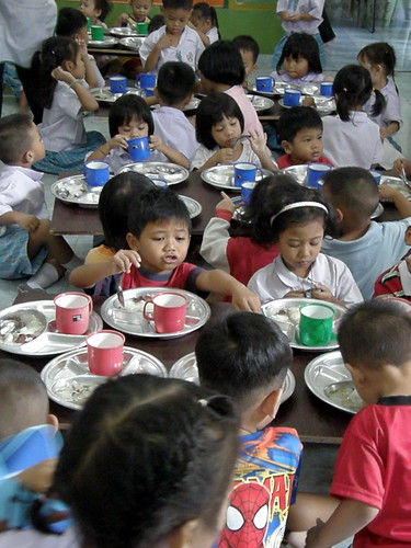Kids eating lunch at Bangkok Daycare