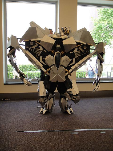 BotCon 2011 - Transformers cosplay - Starscream loses his head