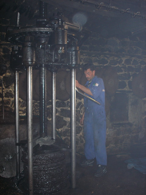 Olive press in Ah Frah,  معصرة زيتون ببني فرح