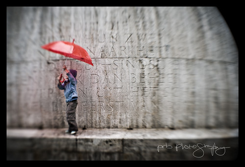 red summer vacation holiday monument rain amsterdam lensbaby umbrella europe place time right fate d3 polaris prb impressedbeauty flickrgolfclub crushaholic d3amsterdamparis