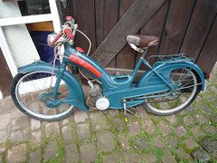 moped(0.0), motorcycle(0.0), chopper(0.0), wheel(1.0), vehicle(1.0), piaggio ciao(1.0), bicycle(1.0),