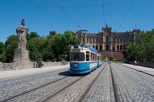 Der M4-Zug 2412/3407 wird als MVG-Museumstram auf Stadtrundfahrt gehen