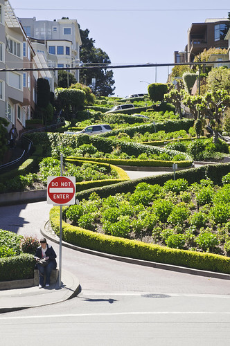 Photographing the Crooked Street in San Francisco