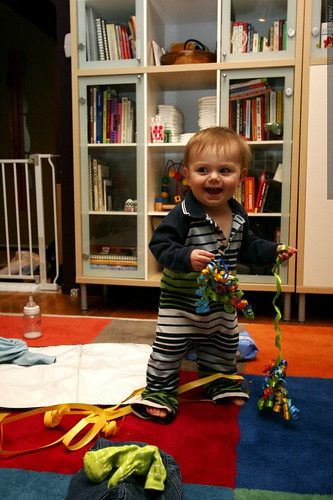 he's just happy to play with the ribbons    MG 6443