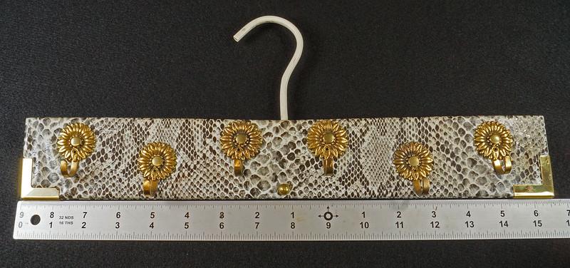 RD15280 Vintage Mid Century Snakeskin & Brass Jewelry Necklace Hanger DSC08965