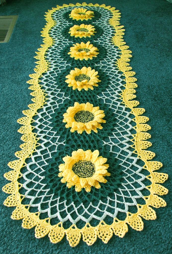 @6 Sunflower Table Runner Doily 036 1
