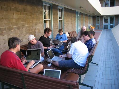 Entrevista 2.0 con los hackers que tienen a maltraer al gobierno mendocino: