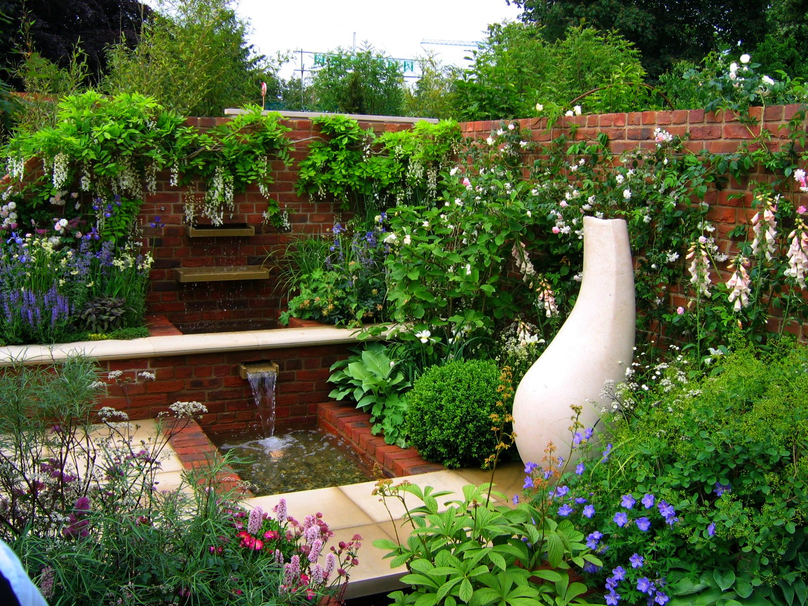 Chelsea 2007 courtyard gardens etc flickr photo sharing for Courtyard garden ideas photos