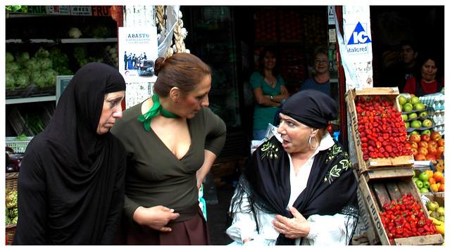 Tres hombres follándose a la preciosa mujer exótica
