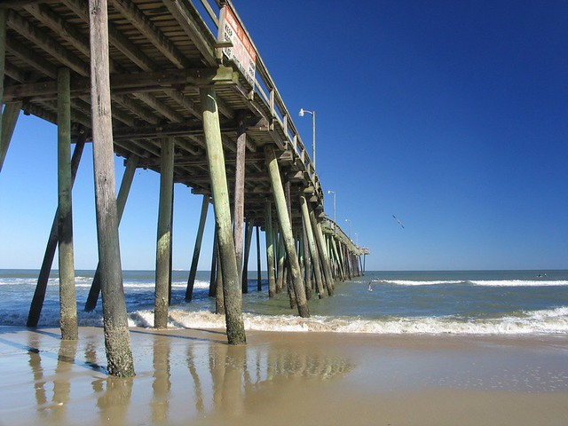 Virginia Beach Fishing Pier by CC user michaelwm25 on Flickr