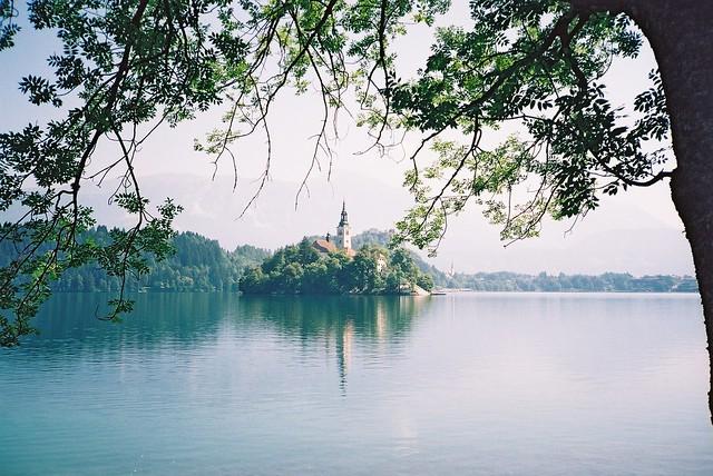 Iglesia en la isla de Bled, Lago Bled, Eslovenia.