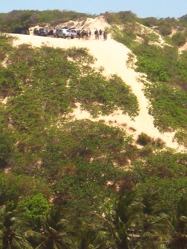 trees people green cars sand dune visitors ceara 40s 2007 iguape waitingtojoin