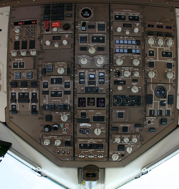 Detailed 757 Cockpit Overhead Panel With Notes Flickr