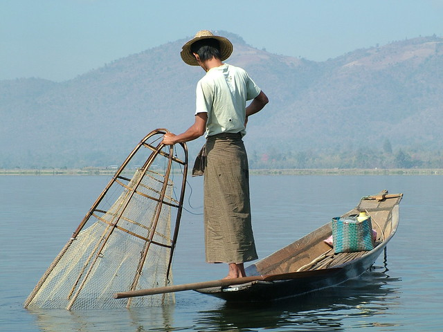 Behind the fisherman on the Inle Lake (7)