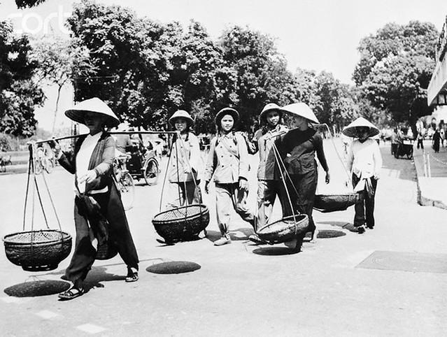 Hanoi - đường Đinh Tiên Hoàng cạnh bờ Hồ