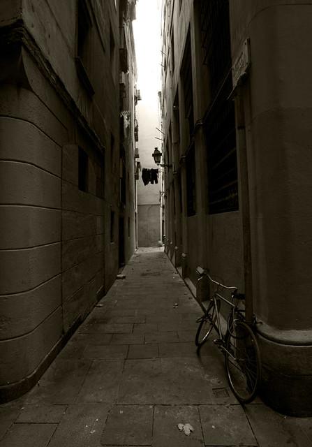 Barcelona Gothic alley