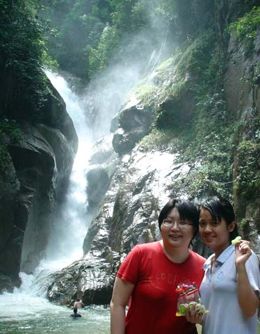 Chiling Falls, Selangor - 12 - Suanie with Val