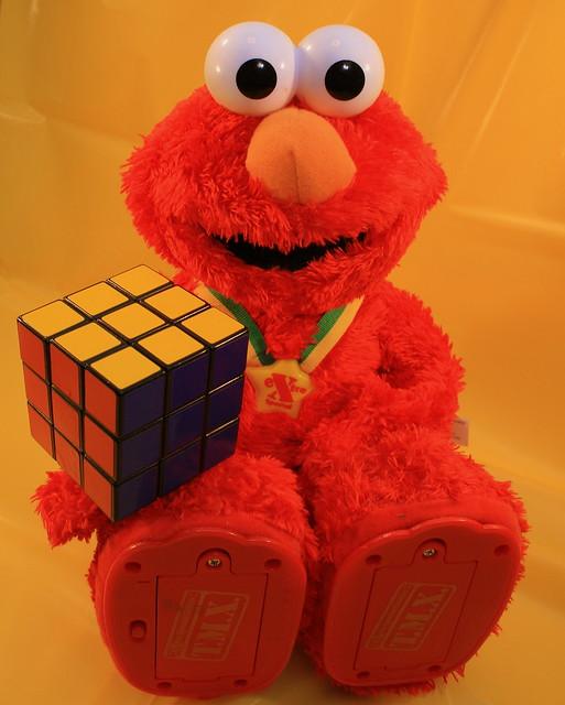 Elmo Sovles Rubik's
