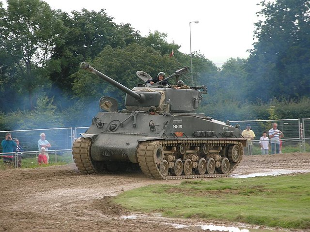 Bovington Tank Museum Arena015 - Tanks In Action - Medium Tank M4A4 - Sherman - 1943