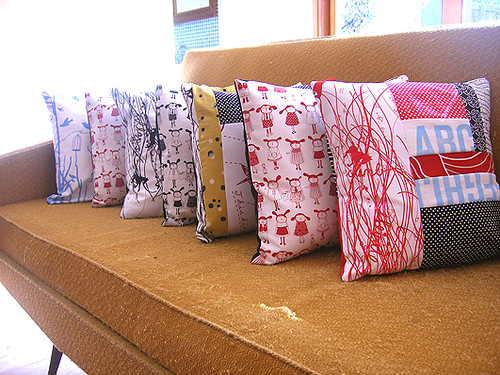 March Cushions by Anty Cookie sur ETSY.
