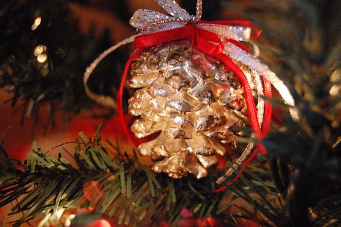 Albero di Natale ecologico con le pigne