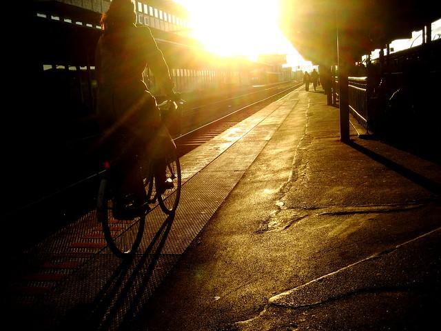 Copenhagen Train Station Bike Riding * por Colville Andersen