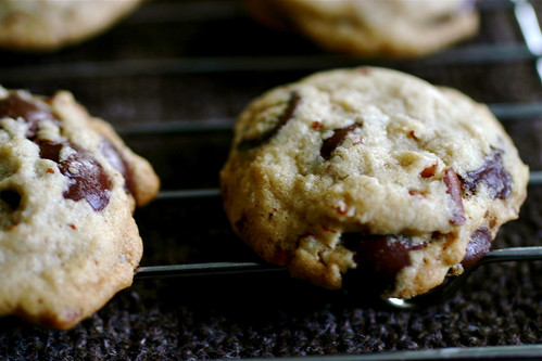 Our favorite chocolate chip cookies smitten kitchen for Smitten kitchen chocolate chip cookies
