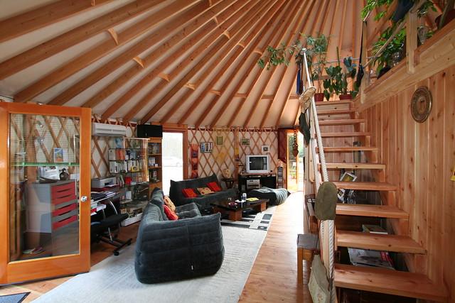 Yourte d 39 habitation 007 yourte contemporaine de 68 m for Cuisine yourte