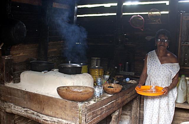 Cocina t pica mujer campesina fog n humo higuera - Cocinas guzman ...
