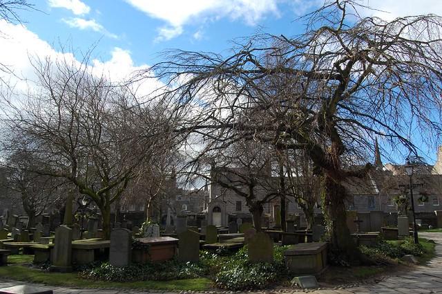 St Nicholas Kirk cementary, Aberdeen by Flickr CC _aik