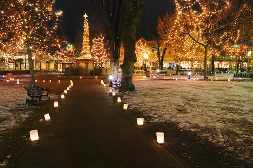 christmas plaza decorations urban holiday newmexico santafe square lights nikon holidays downtown candles glow merry nm oldtown luminaria 2007 d300 farolito magicdonkey nikond300
