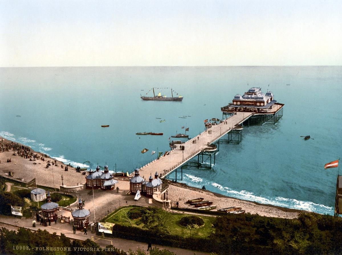 Folkestone pier, England, 1895