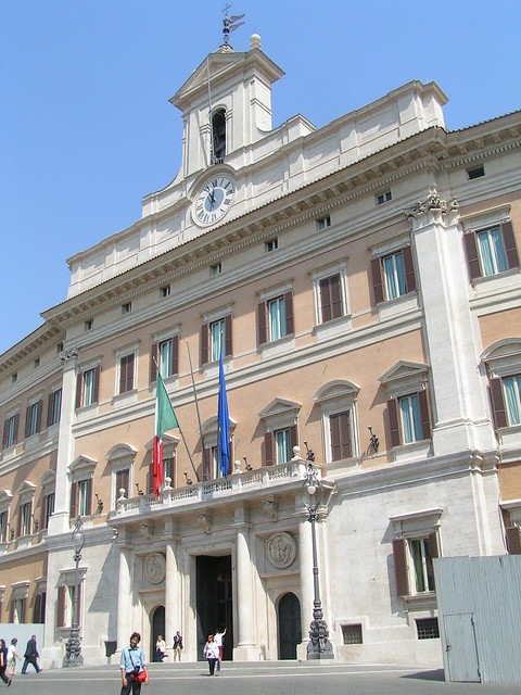 Palazzo montecitorio e 39 l 39 edificio romano in cui ha sede for Parlamento montecitorio
