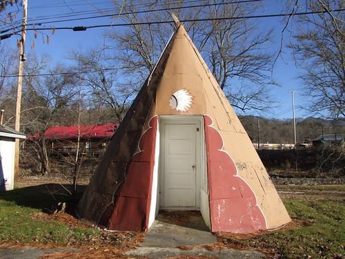 nc motel teepee roadside wnc westernnorthcarolina cheerokee macsindianvillage