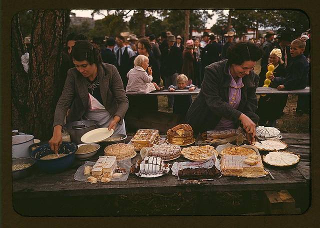 Cutting the pies and cakes at the barbeque dinner, Pie Town, New Mexico Fair (LOC)