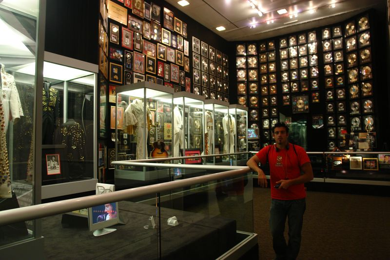"""Sala de """"grabación"""" y lugar donde finaliza el tour, su insonorización influye en las últimas palabras de la audio-guia, cuando describe los últimos momentos de Elvis Presley. elvis presley - 2528678062 727a4964e1 o - Elvis Presley, 35 años después sigue siendo el Rey"""