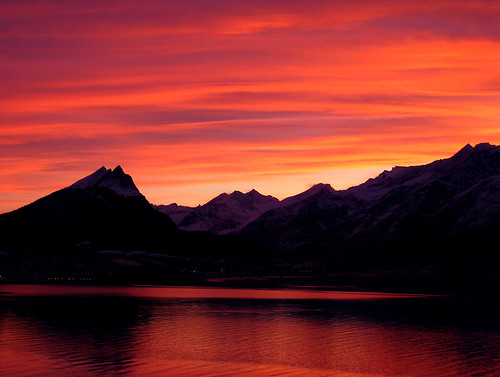 pink sunset red sky orange mountains reflection nature silhouette norway clouds landscape december fjord soe redsunset supershot sykkylven shieldofexcellence canonixus850is anawesomeshot