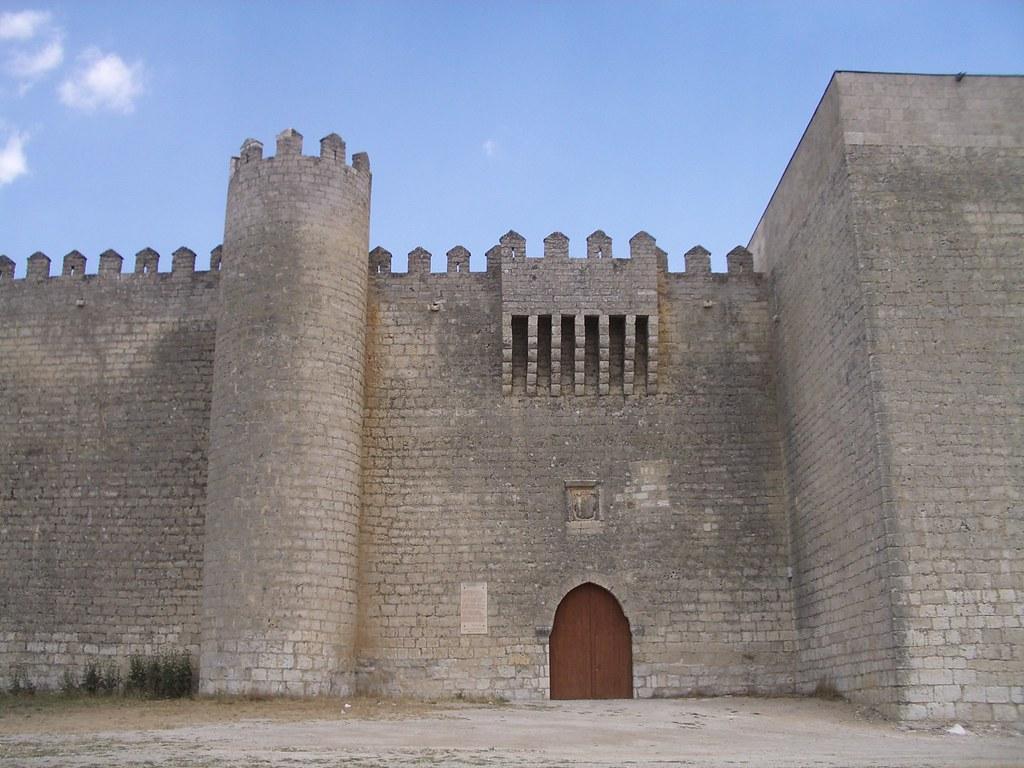 Castillo de Montealegre de Campos entrada (Valladolid, Castilla y León)