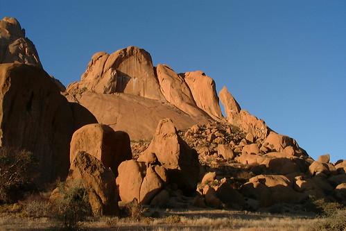 ocean mountains trekking sand desert dunes relaxing rockart hotsprings bushmen duneskiing